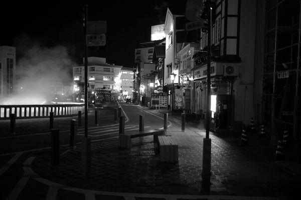 深夜の草津温泉湯畑と温泉街の作例写真