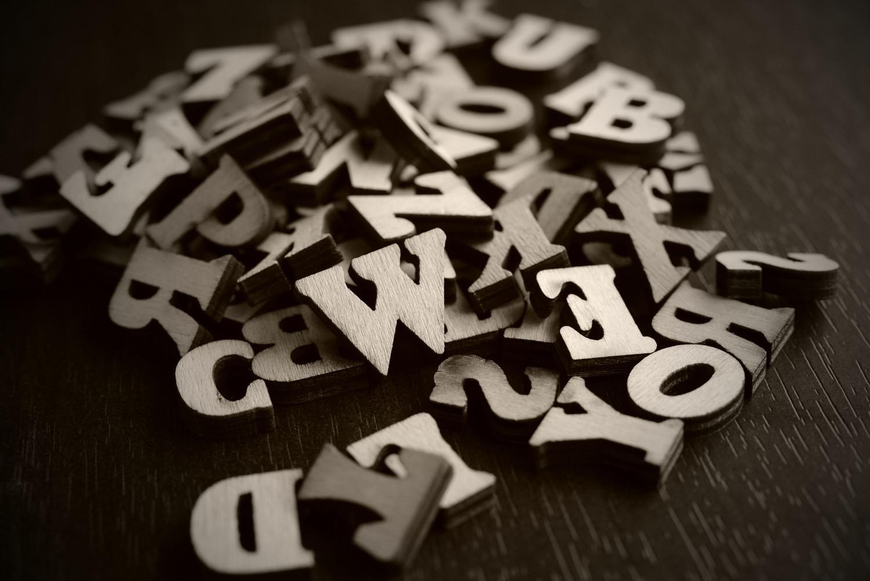 散らばったアルファベットの作例写真
