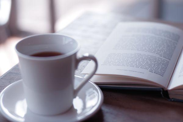 コーヒーを飲みながら読書の作例写真