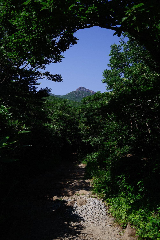 勢至平から望む鉄山(福島県安達太良山)の作例写真