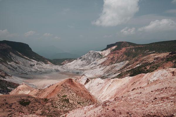映画調の安達太良山の爆裂火口の作例写真