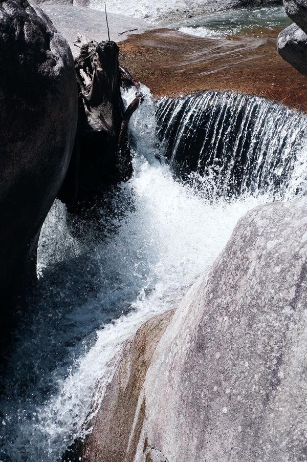 荒々しい川の流れの作例写真