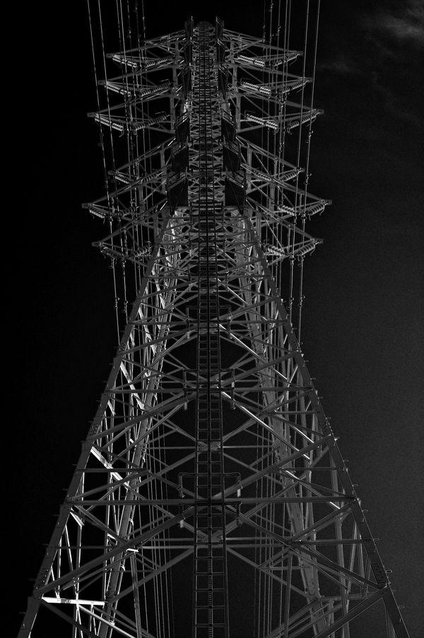 冬空に聳える鉄塔の作例写真