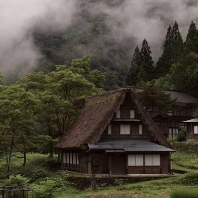 朝霧と相倉合掌造り集落の作例写真