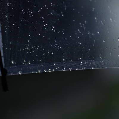 ビニール傘と雨粒の作例写真