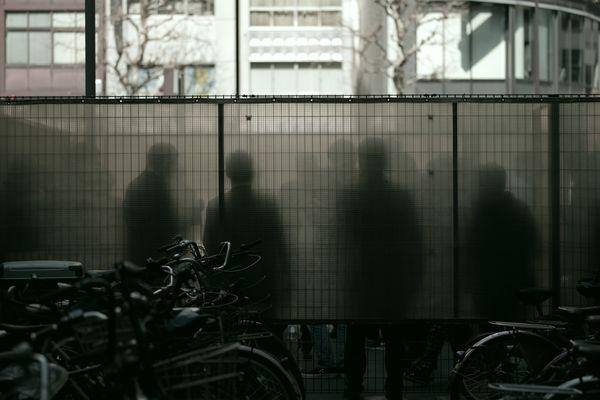 喫煙者達のシルエットの作例写真