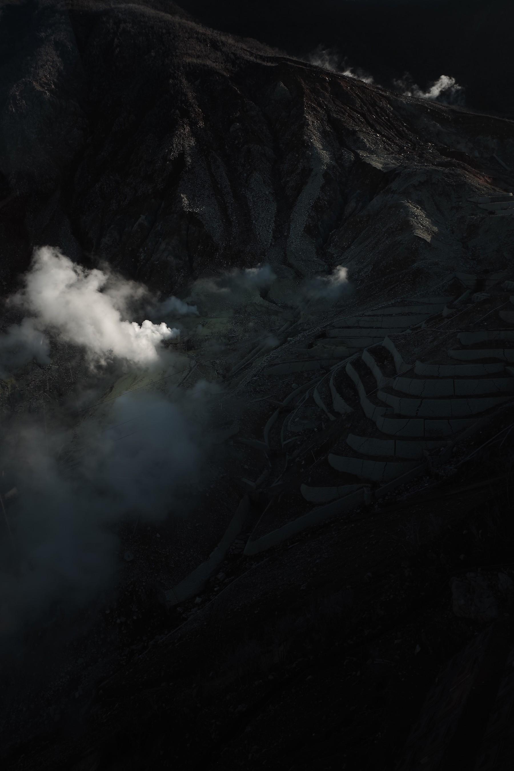 大涌谷で噴出する蒸気の作例写真