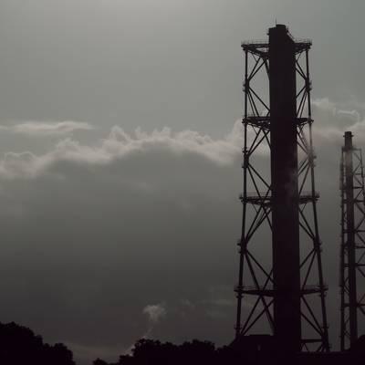 工業地帯の煙突と煙の作例写真