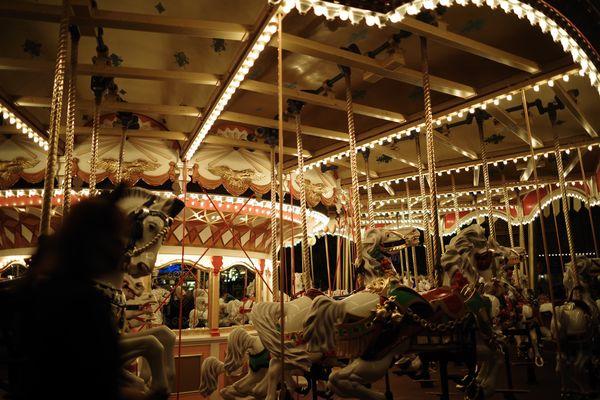 ライトアップしたキャッスルカルーセル(東京ディズニーランド)の作例写真