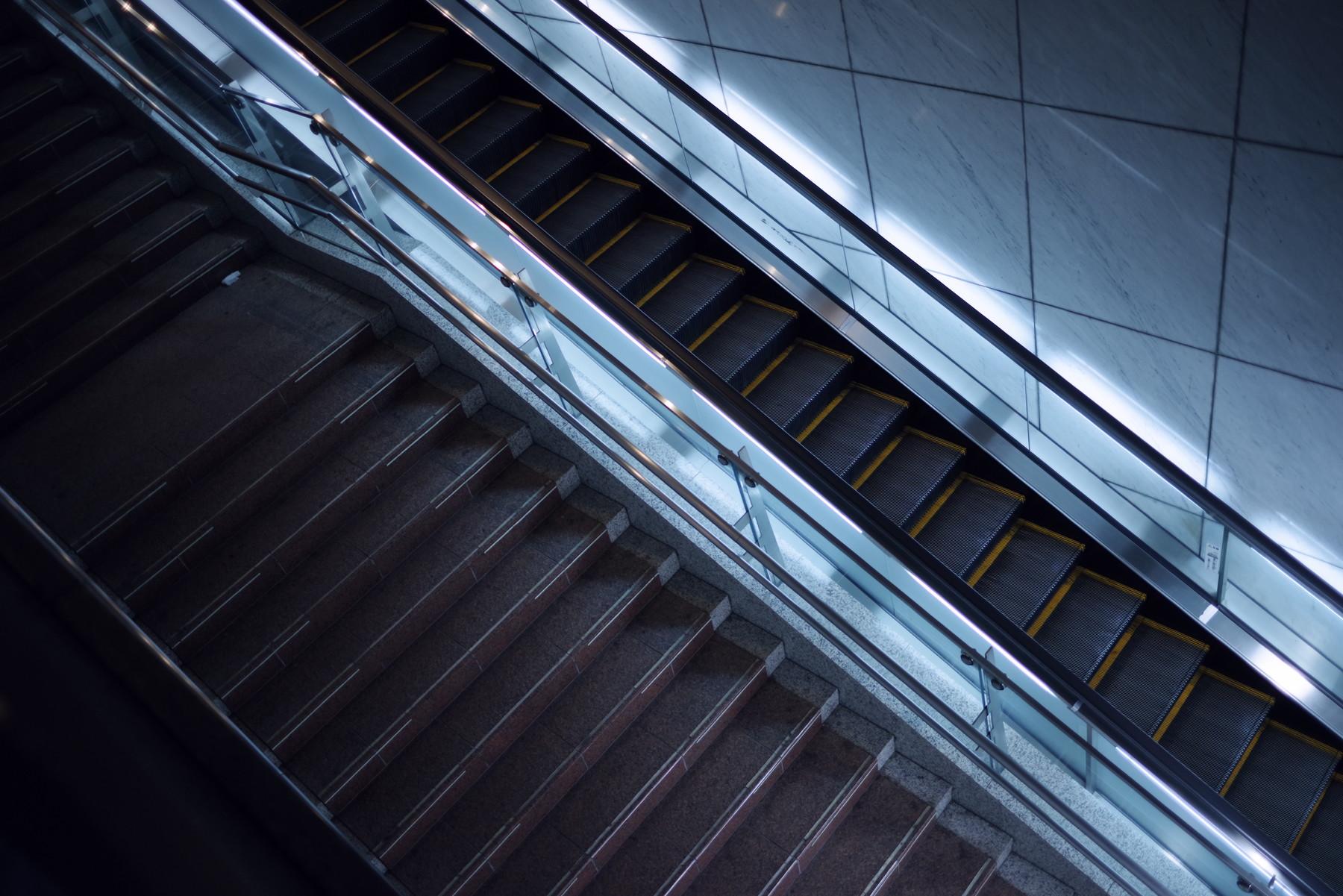 エスカレーターと階段の作例写真