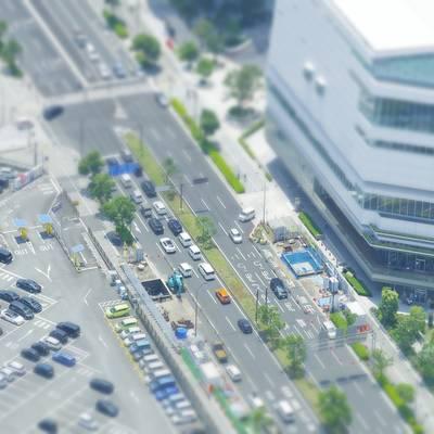 ミニチュア風の横浜市役所の新市庁舎前の作例写真